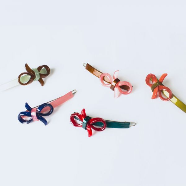 Two loop ribbon clip